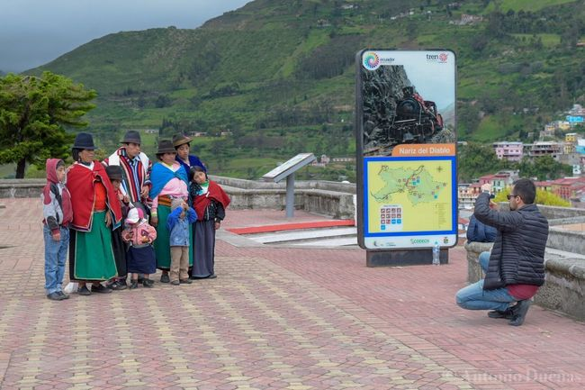 Conociendo realidades Trainstation Family Ecuador Alausi Indigenous People Full Length People Real People Mountain
