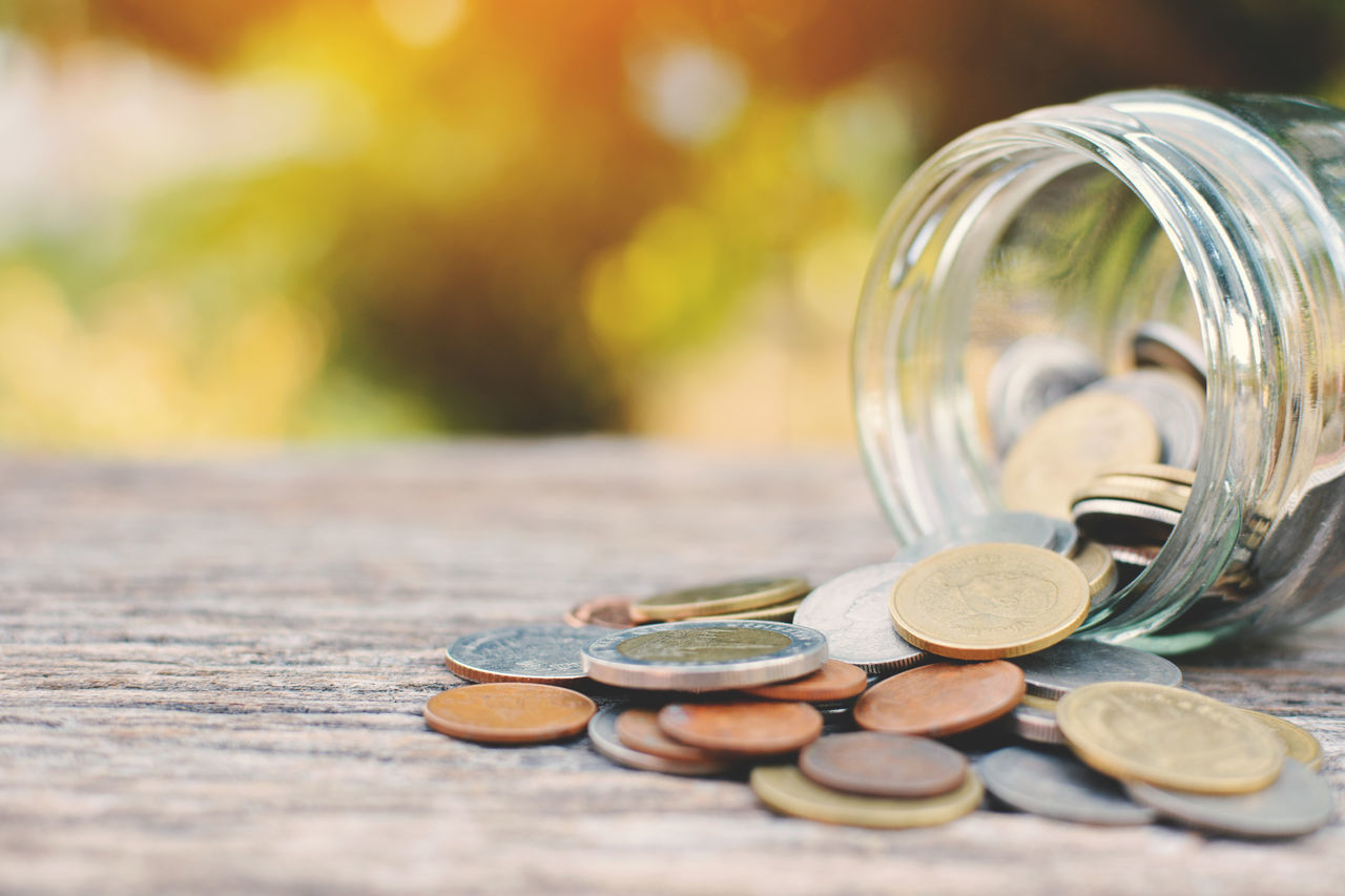coin, finance, currency, wealth, savings, table, selective focus, no people, close-up, focus on foreground, day, outdoors