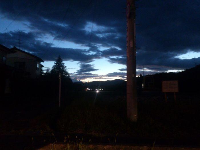 夕暮れの暗くなりかけている時の雲の隙間から青空が好き! 南相馬 原町 空