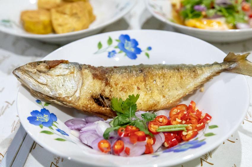 Mackerel Mackerel Fish ปลาทู ปลาทู ทอด ปลาทูแม่กลอง พริก พริกขี้หนู หอมแดง อาหาร อาหารไทย