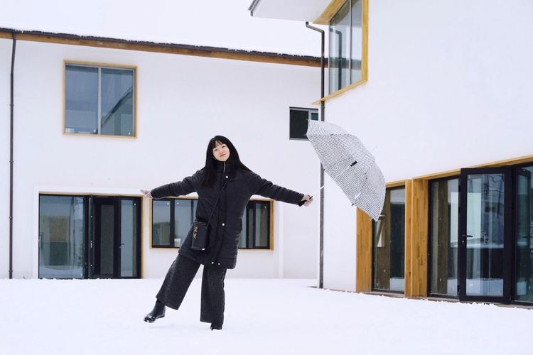 Girl ThatsMe Portrait Of A Woman Portrait Dancing Winter Snow One Person Building Exterior Built Structure Cold Temperature Architecture Warm Clothing Lifestyles Leisure Activity Outdoors Capture Tomorrow