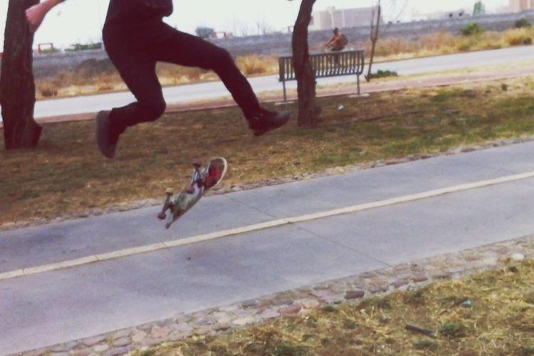 Un pequeño 360 flip jejej rumbo a el Skate Park jeje Skate Life