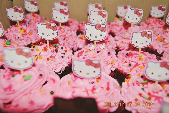 Food Photography Sweet Treats  Birthdaypresent Sweettooth Hellokitty Hello EyeEm Cupcakelovers Cupcakes Pinkcupcake Birthday Treats Sweet Food Foodstagram Foodgram