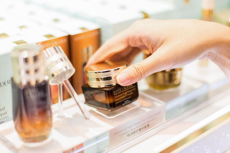 Bangkok thailand - DECEMBER 29, 2018:Young happy summer shopping woman with estee lauder. Human Hand Hand Human Body Part One Person Indoors  Holding Close-up Unrecognizable Person Real People Body Part Research Finger Selective Focus Adult Human Finger Women Focus On Foreground Choice Healthcare And Medicine Esteelauder Shopping Sale