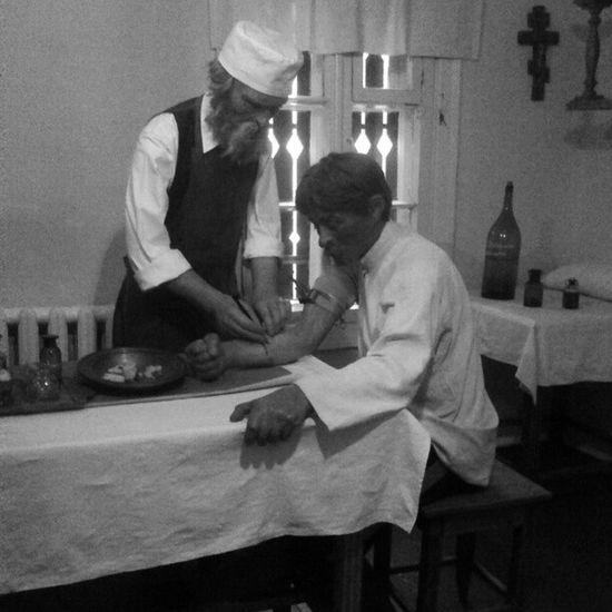 Восковые фигуры: Пирогов и его ассистент Vnua