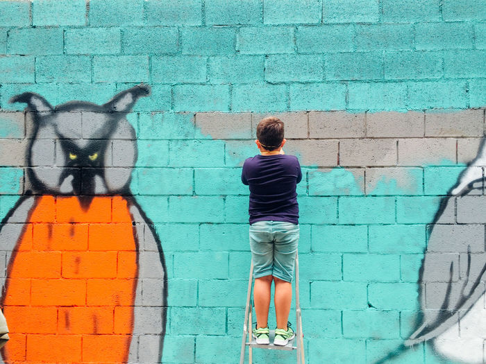 Art Art And Craft Artattack Barcelona Birds Brick Wall Casual Clothing Creativity Creativity Front View Graffiti Kids Leisure Activity Lifestyle Lifestyles Men Real People RISK Standing Street Art Street Artists Urban Wall