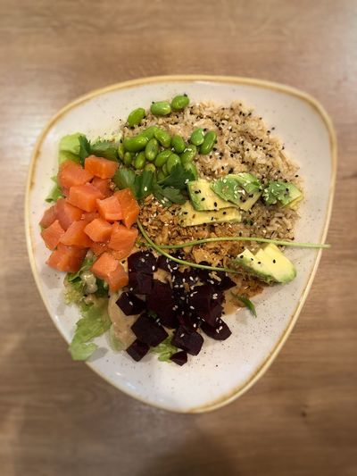 ‪Late lunch ⇢ Salmon Avocado Bowl!‬ ‪[at dean & david]‬ Lunch Quinoa Salmon Salad Avocado Food And Drink Freshness Indoors  Food Ready-to-eat Healthy Eating Table Bowl