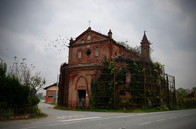 Abbandoned Abbandono Chiesa Church Cloud Gothic Sacred Places Urban Urban Decay Urbanphotography Urbex