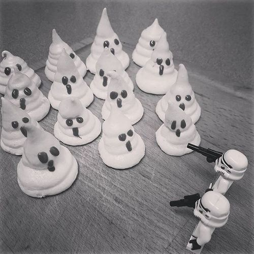 """""""Arghh, what are those guys?!"""" """"I believe they are The Egg White Walkers from the planet of Merin-Gue! Egg yolks are their mortal enemies!"""" LEGO Legophotography Womenintoyphotography Legominifigures Legostormtroopers Bricknetwork Brickcentral_monochrome monochrome Brickcentral Bnspooks Toptoyphotos Halloween Meringue Meringueghosts"""