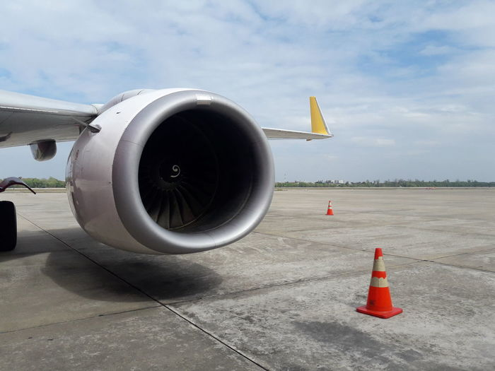 Airplane Transportation Flying Jet Engine Travel Aircraft Wing Cloud - Sky No People Outdoors Parking Space Parking Area Working Day Airport Aircraft