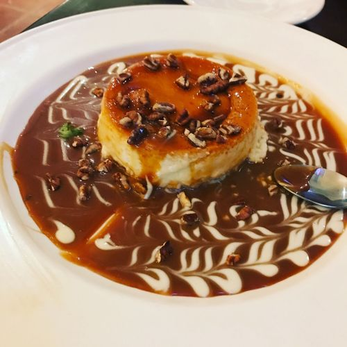 Mi postre Dessert Italiannis Nueces Pecan Nuts Dulce De Leche Flan Postre Food And Drink Freshness Indoors  Indulgence Serving Size Italian Food Plate Temptation Close-up