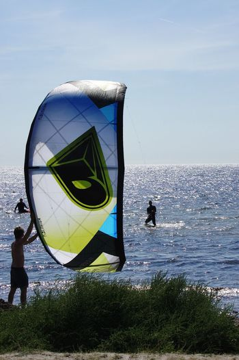 Kitesurfing Helping Hand Helping Out Sea Getting Started Summer Leisure Activity Water Sports Sweden Skåne