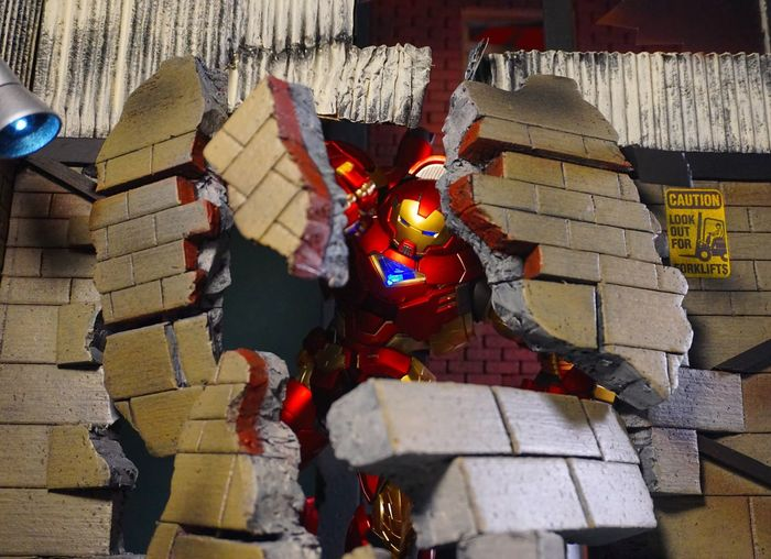 Actionfigure Hulkbuster Ironman Toyphotography Toys ACBA Marvel Action Figures Diorama Sentinel RE:EDIT Warehouse Destruction