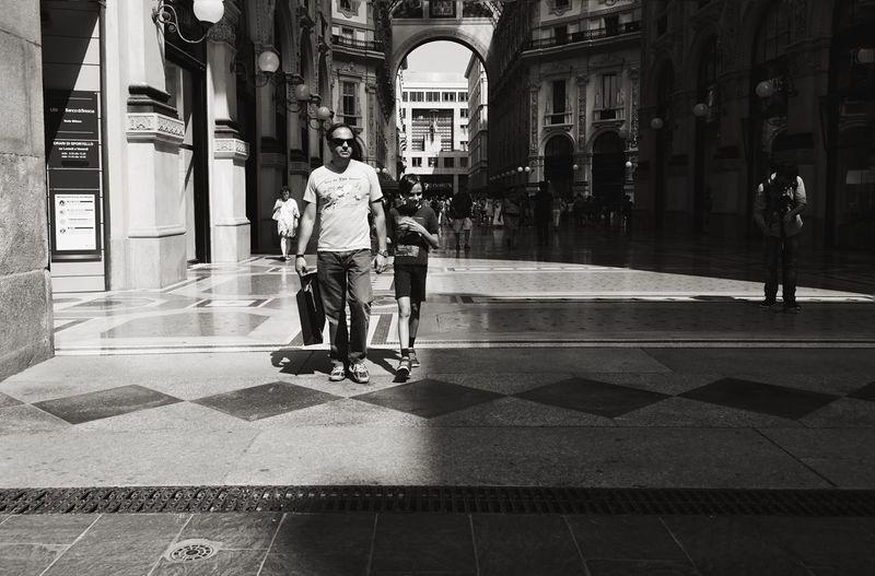 Modern Father Streetphotography Open Edit EEA3-Milano The Global EyeEm Adventure Blackandwhite Monochrome EyeEm Bnw EyeEm Best Shots Light And Shadow