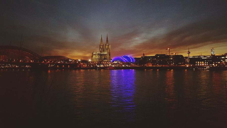 Köln in der Dämmerung First Eyeem Photo Cologne Nightshot Rhine
