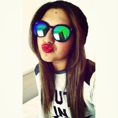 MUY discreta Red Lips Teen Cool Glasses Madness