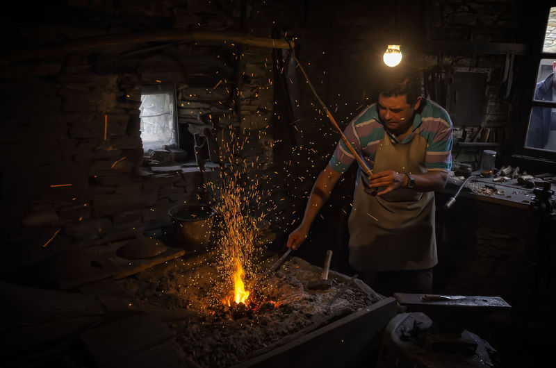El Herrero Herrero Real People One Person Indoors  Burning Standing Fire Preparation  Men Fire - Natural Phenomenon Holding Working Front View Occupation Heat - Temperature Glowing Flame Skill  Food And Drink Business Metal Industry Preparing Food