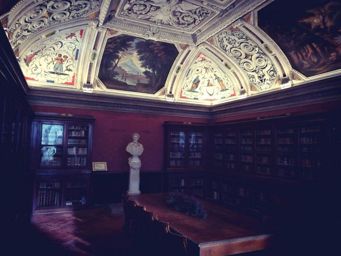 Indoors  Travel Destinations Architecture Built Structure Place Of Worship No People Library Day Fresco