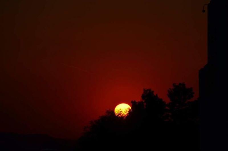 Something Beautiful Sunset #sun #clouds #skylovers #sky #nature #beautifulinnature #naturalbeauty #photography #landscape Sunset Silhouettes Sunset_collection Sunset Something I Love No People Beauty In Nature Nature_collection Dark Red