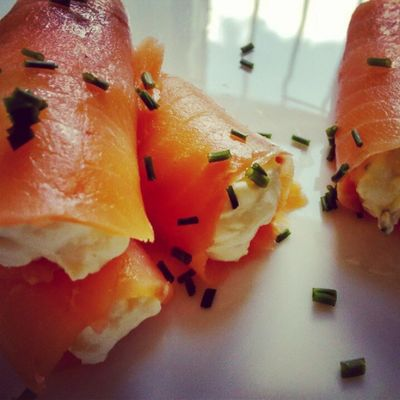 rollitos de salmón y queso. Tapas Homemade Salmon Salmao