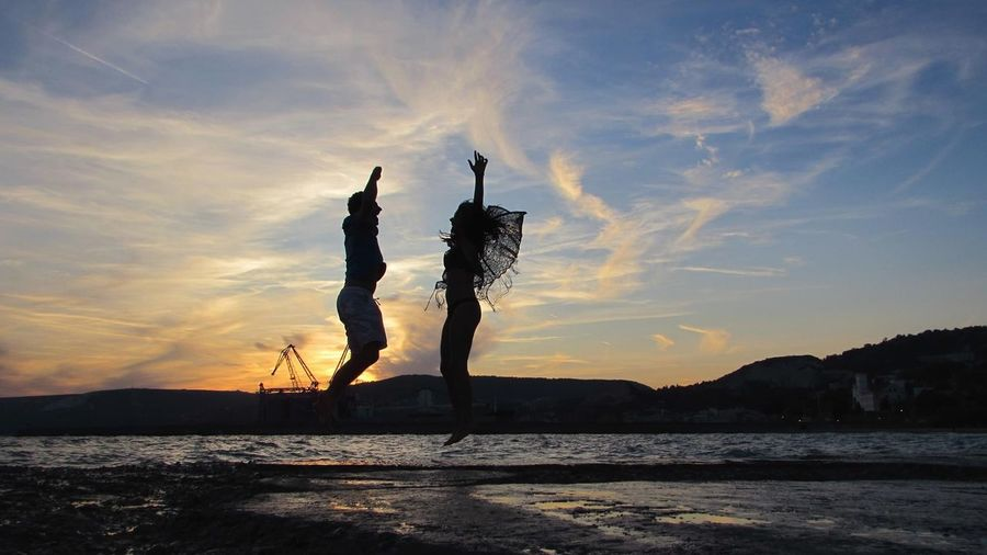 happiness Getty Images Lifestyles Shadow Sand Toghetherness Relax Vibe Love Cuple Photography Couple Sunset Silhouette Landscape Sky Outdoors Nature Tree No People Day Colour Your Horizn