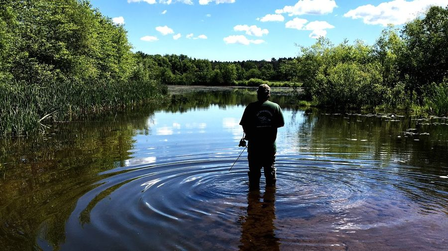 Sam Wood waiting for the fish to swim in Slingbow Bowfishing Samwoodoutdoors First Eyeem Photo
