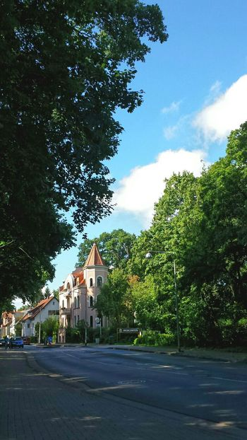 Germany Hannover Green Town Streets Street Photography Light And Shadow Trees And Sky Beliebte Fotos Ancient Architecture Ancient House