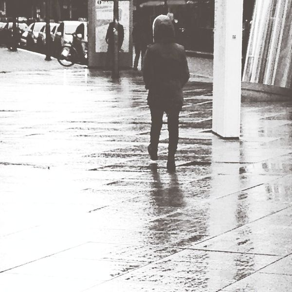 Walking In The Rain Peoplephotography Rain Reflection People Watching