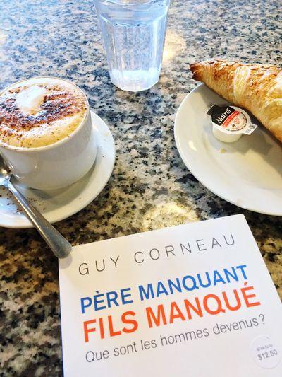 Café + Croissant + Livre Lecture Livre Coffee Book Reading Cotedesneiges Montréal Quebec Canada