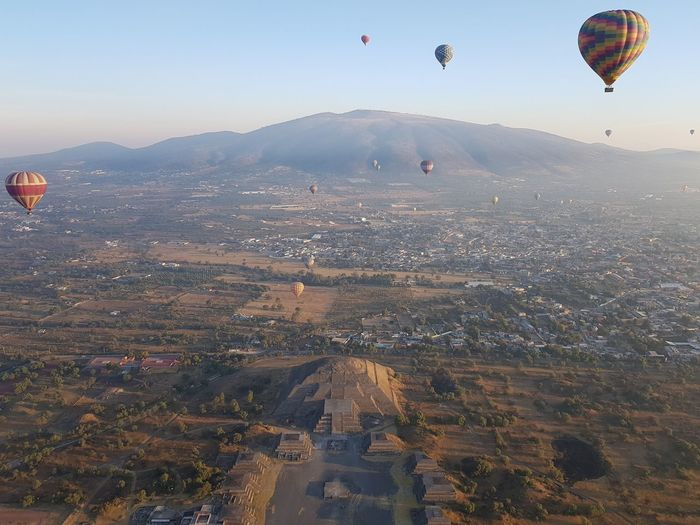 hot-air balloons over Teotihuacan Serenity Piramide De La Luna Teotihuacan Teotihuacán Pyramids Mexico Beautiful Impressive Amazing Beauty Pyramid EyeEm Best Shots Pyramid Of The Moon Mystic Foggy Aerial View Sunrise Globo Aerostático Heißluftballon Hot-air Balloon Hot Air Balloon Ballooning Festival Flying Mountain Air Vehicle Mid-air City Tree Parachute Clear Sky