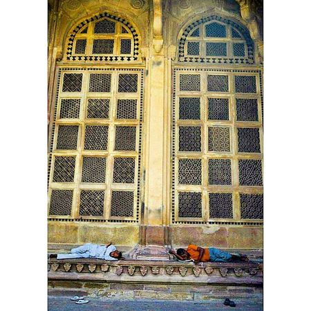 At the tomb of Mohammed Gaus Gwalior Sufi OldPlaces Monument Heritage Noon Sleep Throwback TBT  Lategram Madhyapradesh India Nofilter Travel People Photogrid