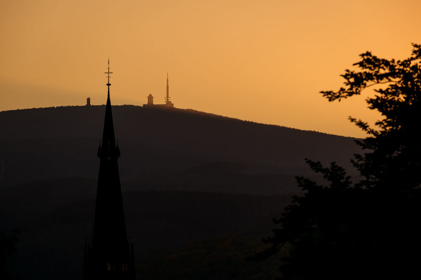 Abendlicher Blick vom Lustgarten zum Hausberg Brocken Architecture Beauty In Nature Brocken Building Exterior Built Structure Communication Day Harz Harzmountains Mountain Nature No People Outdoors Scenics Silhouette Sillouette Sky Sundown Sunset Travel Destinations Tree
