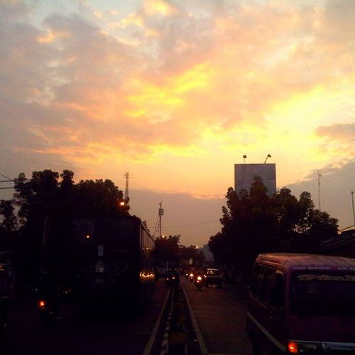 Jingga Pagi dari cikutra - Bandung Sunrise_and_sunsets Photooftheday Fatamorphosis Photophone  Lenovotography Lzybstrd Pocketphotography