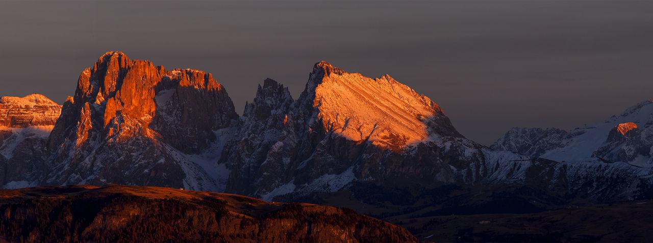 Enrosadura an der Langkofelgruppe Südtirol Südtirol Enrosadura Italy 🇮🇹 Trentino  Tree Snow Mountain Sunset Winter Cold Temperature Illuminated Forest Sky Landscape