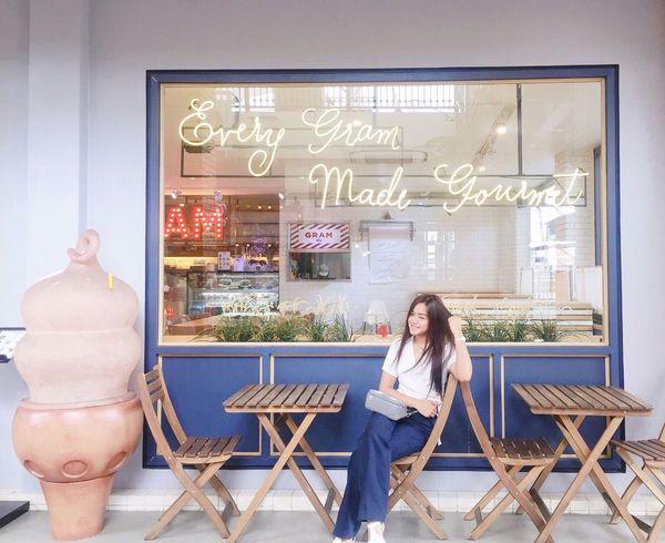 Ice Cream Sweet Cafe Cute Bangkok Thailand Girl Fashion Love Pose Young Women Inlove Asian  Lifestyles Emjoy Life