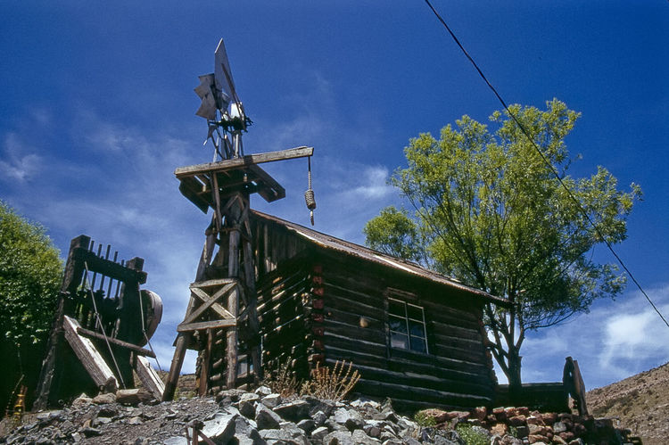 Log Hut in Ghost Town Jerome (Arizona, USA) in 1993 1993 Analogue Photography Ghost Town USA Windmill Architecture Blue Building Exterior Built Structure Day Gallow Ghost Town Log Hut Museum Nature No People Outdoors Scan Sky Tree