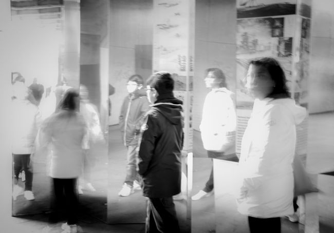 Black And White Blackandwhite Blurred Motion Bnw Bnw_friday_eyeemchallenge Bnw_street Bnw_streetphotography Casual Clothing Day Group Of People Lifestyles Motion People Real People Standing Street Street Photography Streetphoto_bw Streetphotography Walking EyeEm LOST IN London Black And White Friday Stories From The City