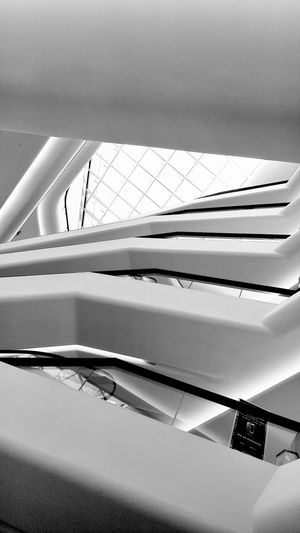 Overlap Achitecture Experiment Black & White Interior Design Layer Htconem9plus Department Store