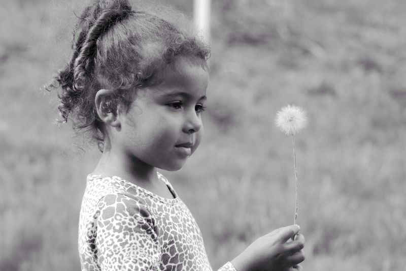 Kids Nature Liontheetflower Playing With Nature Little Princess Childhood Close-up Innocence Flower Fragility Curitilover