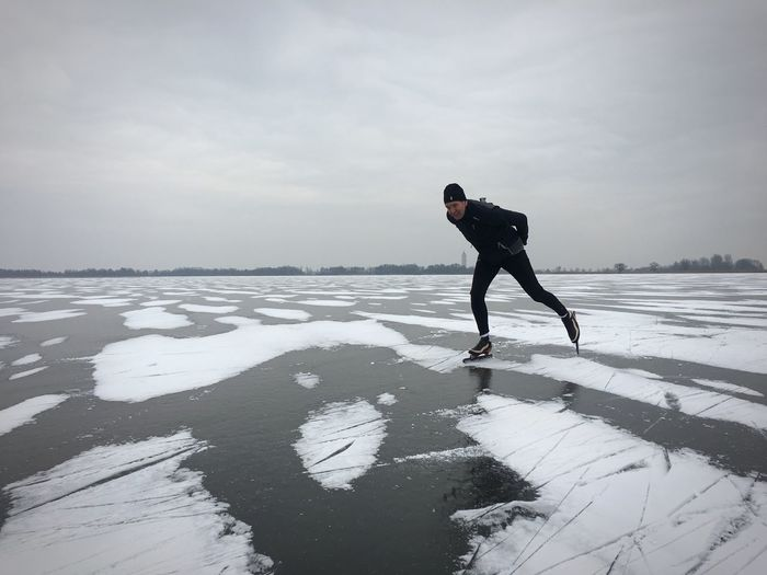 Ice skating S Frozen Water ıce Full Length One Person Winter Sky Salt Flat Outdoors Lifestyles Leisure Activity Real People Nature Day Cold Temperature Men Energetic Water