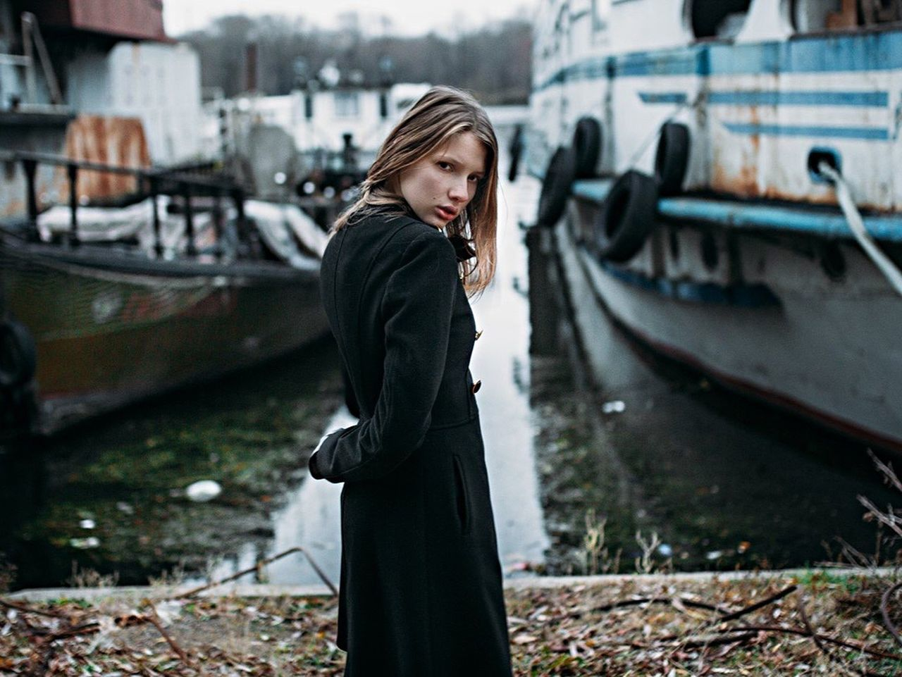 transportation, mode of transport, one person, young adult, outdoors, real people, nautical vessel, young women, side view, focus on foreground, day, built structure, building exterior, architecture