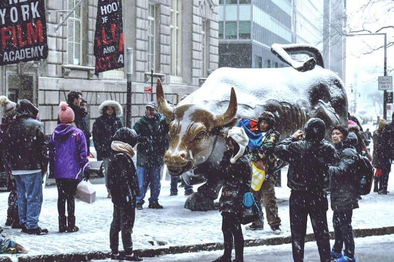 Fidi Bull X tourists Snowday Snowwhite Throwback Newyork New York City Fidi Bull Wallstreet Downtown Nyc White Tourists Travel NYC Photography Urban Lifestyle Urbanity City Life New York Finance Statue Iconic Architecture People Travellers Photos Around You Charging Bull