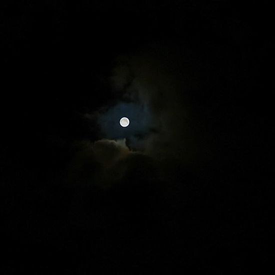 Full moon with free hand 🌝 Moon Moonlight Fullmoon Sky Vollmond Himmel Nacht Goodnight Nature Naturegram Picoftheday Instamood Nofilter ISO800 1 /80