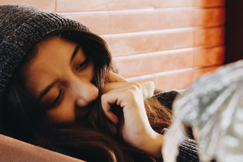 One Person Real People Young Adult Indoors  Leisure Activity Eyes Closed  Relaxation Lifestyles Home Interior Young Women Long Hair Beautiful Woman Close-up Day Human Hand People