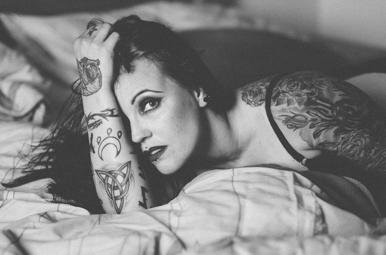 Young Adult One Person Young Women Bedroom Tattoo One Young Woman Only Only Women Beautiful Woman Indoors  Bed One Woman Only Portrait Adults Only Real People Looking At Camera Adult Women Beauty Close-up People