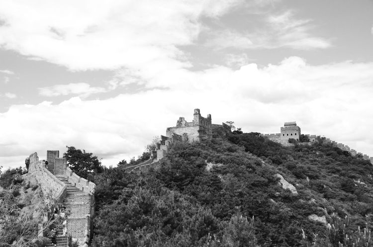 Hoch in den Bergen Architecture Blackandwhite China Chinese Wall Chinesische Mauer Cloud - Sky Contrast History Mountain Schwarzweiß Sky Travel Travel Destinations