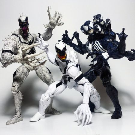 VENOM PARTY! Marvel Marvellegends Venom Spiderman Eddiebrock Symbiote Antivenom Marvelselect Actionfigure Toys Toyphotography Toypizza Toysarehellasick Toyrevolution Toyslagram