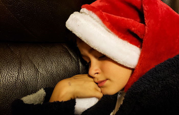 Santas helper asleep on the job.... Kiş Sleeping Boy Santa Hat Christmas Moment Red Hat Little Boy Cute Cute Kid EyeEmNewHere Lying Down Relaxation Comfortable Close-up Sleeping Eyes Closed  Resting Napping Wrapped In A Blanket Blanket Cozy At Home Lying Laziness