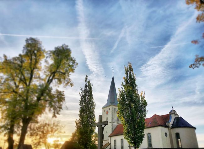 Kirche St. Bartholomäus Knetzgau Church Buildings Built Structure Architecture Tree Sky Plant Building Cloud - Sky Low Angle View