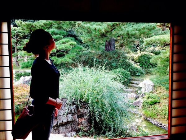 Japanese Style One Woman Only Standing Beauty In Nature Japan Ritsurin Garden Nature